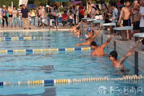 我校举行2014年第四届大学生游泳比赛