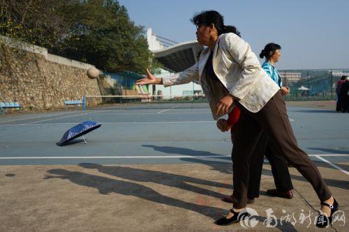 我校老年人趣味运动会举行