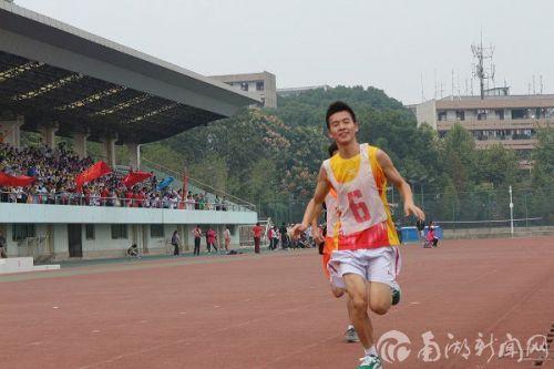 奔跑中的刘江