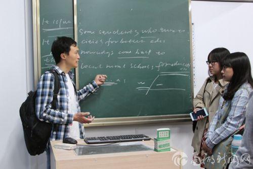 刘昌胜课后和助教交流