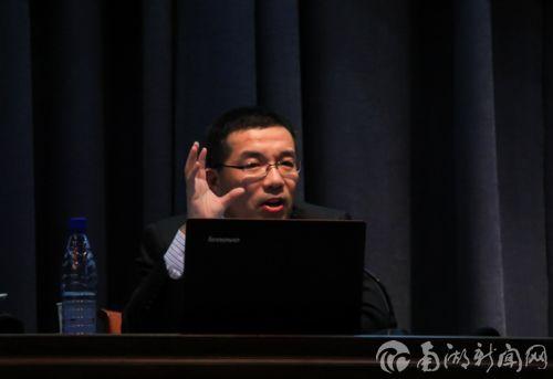 张勇来校谈郭沫若成功的启示