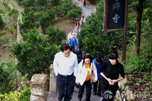 与会代表参观秭归脐橙生产基地