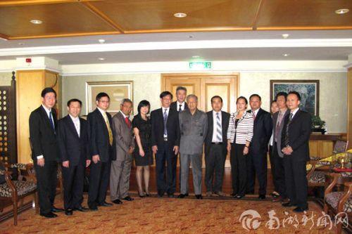 前总理敦马哈蒂尔接见湖北省代表团