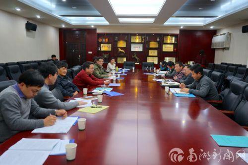 党委副书记李名家参加第3小组讨论