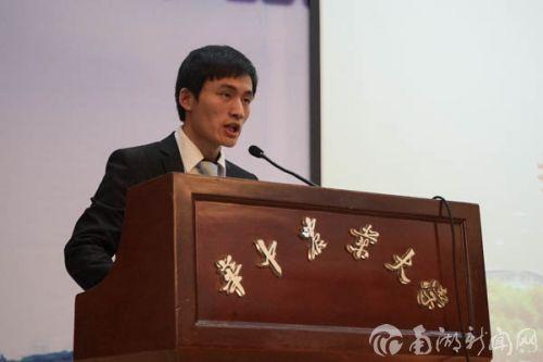 研究生代表刘堃发言
