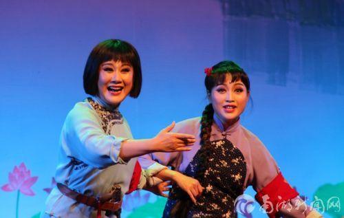 民族歌剧《洪湖赤卫队》来校演出