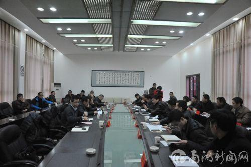 陈焕春、赵书红、姜勋平等专家领导在恩施市畜牧局参加大户座谈会