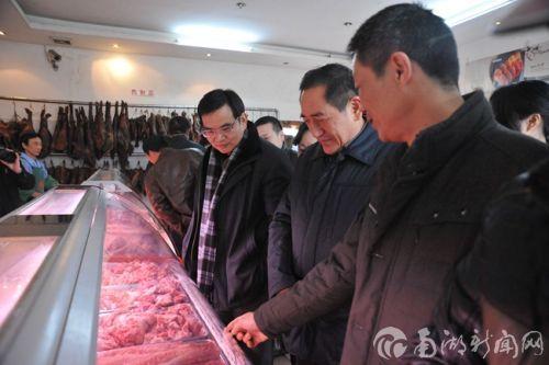陈焕春、唐峻等考察肉产品加工企业
