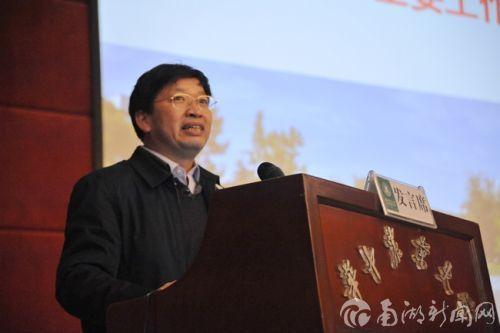 校长邓秀新同志代表校行政作述职述廉汇报