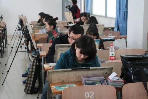 考生考试的现场