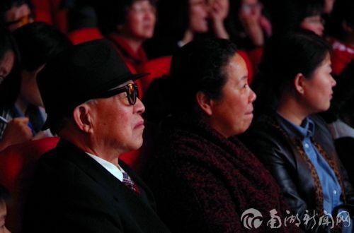 传统京剧是老年朋友们的最爱
