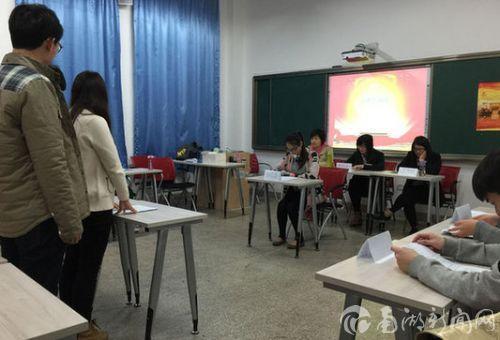 华农外语院推行法制教育 学生模拟法庭审理案件