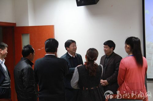 农业局与邓秀新会后交流