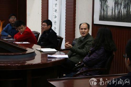 学院党委书记唐仁华参与班级座谈