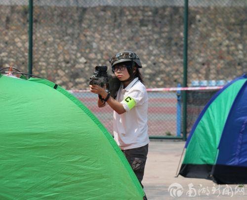 谁说CS是男孩的游戏,女孩的狙击能力是不可小看的
