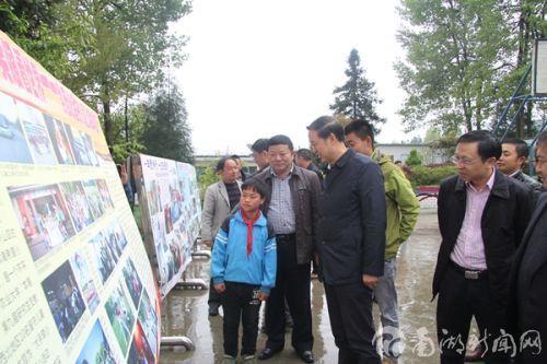 李忠云赴贵州看望我校研究生支教团