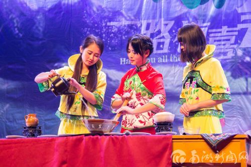 茶文化协会擂茶表演