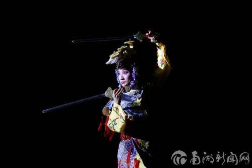 梨园戏剧社表演《霸王别姬》