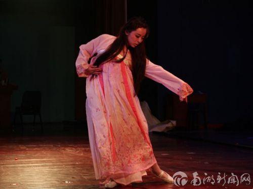 六号陈尚珺身着汉服,展现出古典之美。