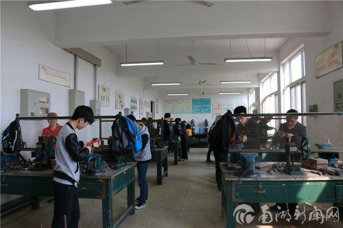 【课堂】金工实习,误差不得大于0.01厘米