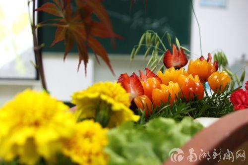 被雕刻成花朵一样的圣女果