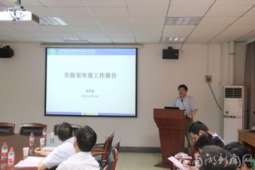 实验室主任邓秀新教授做工作汇报