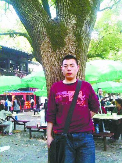 """【长江日报】大学生""""跑霸""""瘦身50斤"""