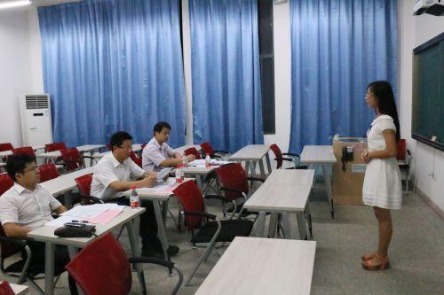 <b>学校举行首届本科生领导力培养高级班面试</b>