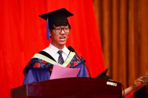 4本科毕业生代表发言