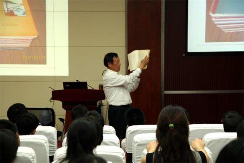 张学政老师展示自己的读书笔记