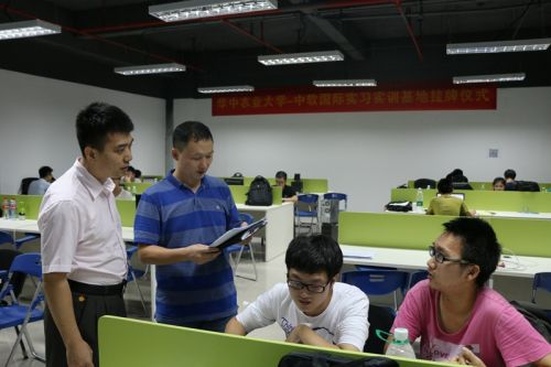 信息学院赴广州看望实习学生