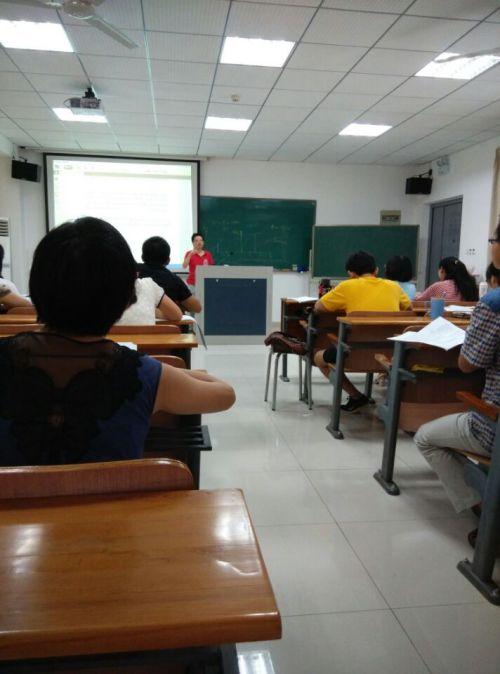 陈孝琪教授讲授《信息经济学》
