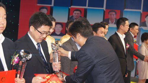 张卫元荣获2012年度武汉市十大科技创业企业家2