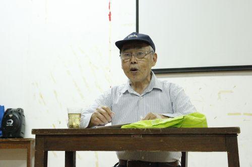 """老党员与新生共同探讨""""中国梦"""""""