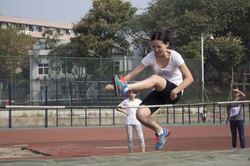 跨越式跳高_莫悦跳高比赛照片