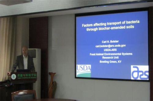 美国农业部研究员Carl H. Bolster来我校访问交流