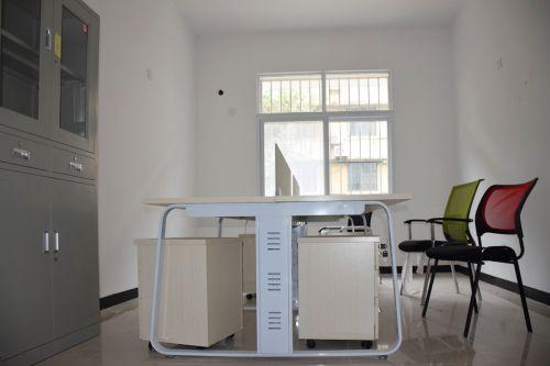 内置办公桌椅