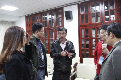 小组思考与讨论