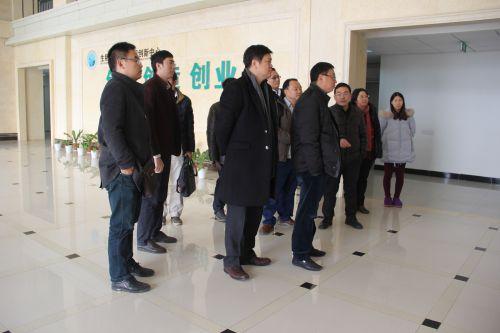 金新农饲料股份有限公司来校商谈合作