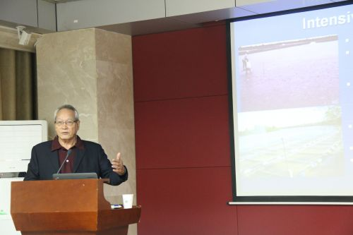 Chang-Kwei Lin教授作报告 (3)