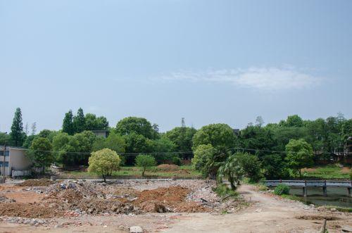 景观公园建造中 吕岩