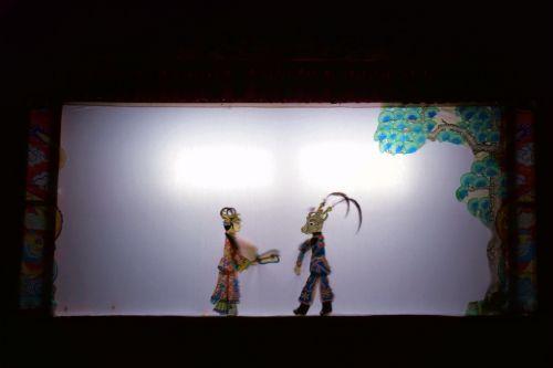 光与影的盛宴 校园上演皮影戏