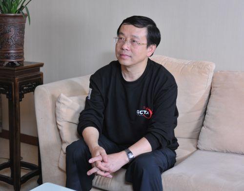 校友梅永红接受本网记者专访