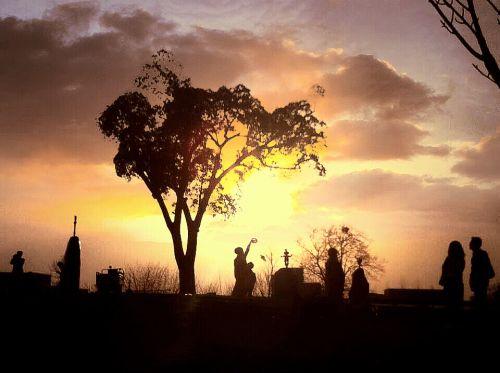 1图一 春之剪影,夕阳下放风筝的男孩