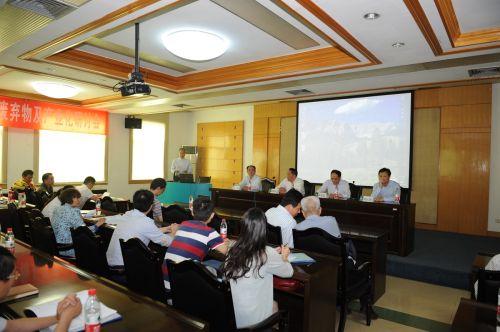 食用昆虫与微生物转化废弃物研讨会在校召开
