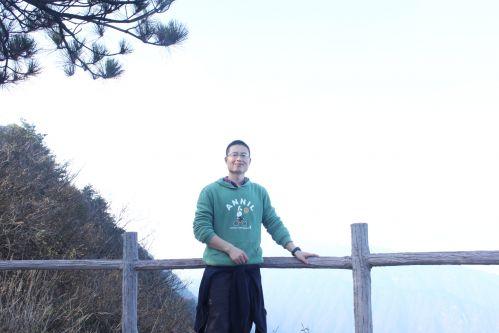 洪登峰老师生活照