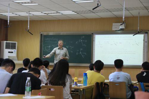 """澳大利亚the Research School of Chemistry学者Russell Barrow来校开设""""有机化学""""暑期课程"""