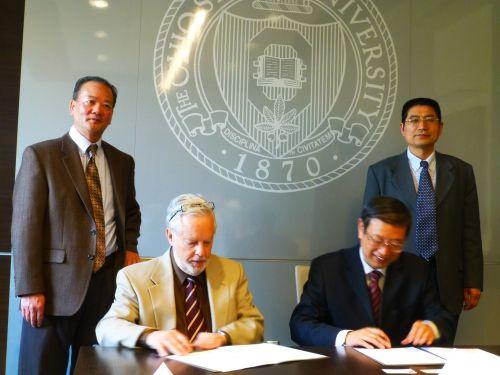 副校长李崇光在美国俄亥俄州立大学签署两校战略框架合作协议