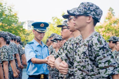 青春在军旅 当兵当自强