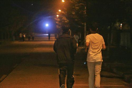 11夜晚的奔跑者,路灯下的环湖跑,是华农学子的专属记忆。